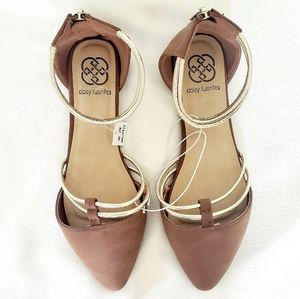 NWOT Daisy Fuentes flats brown gold